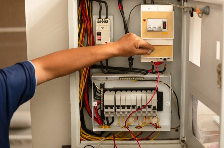 Things to be careful about when providing electrical services